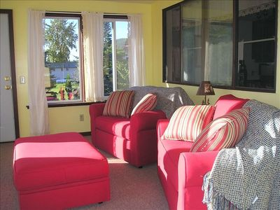 Sun Room Over Looks Pastures with Alpacas - Sleeps 2