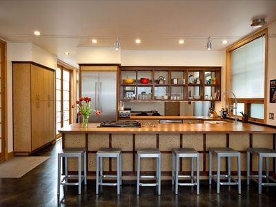 Modern & Clean! Well-Equipped Gourmet Kitchen W P Stark Counter Stools For 6.
