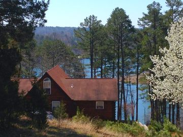 Greers Ferry Lake cabin rental - Front of home.