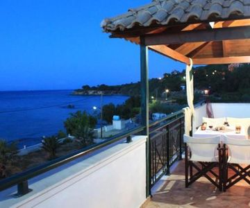 Vrachos Attic Apartment -in front of the sea!! Zakynthos-Greece