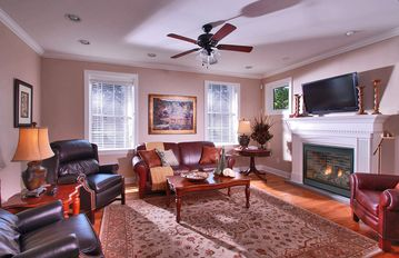 Skaneateles Lake, Skaneateles house rental - Luxurious main level living room with fireplace