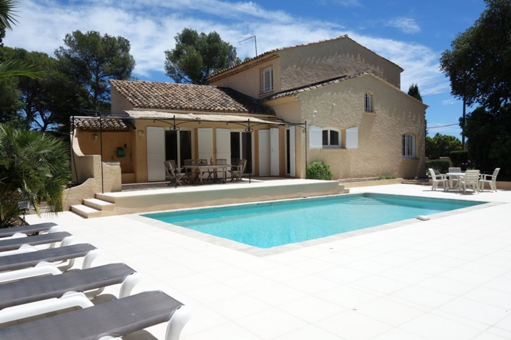 Luxury accommodation, 280 square meters, with terrace