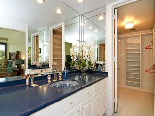 Kahala condo photo - Master Bath with Walk In Closet