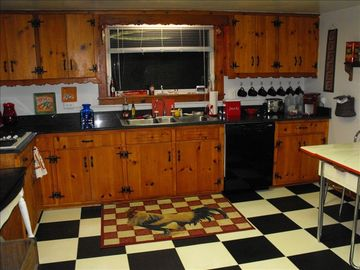 Kitchen w/Knotty Pine Cabinets, Granite Counter Tops, Retro Appliances