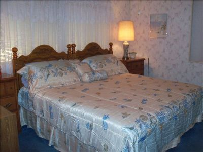 Two twin beds can be used as kingsize bed