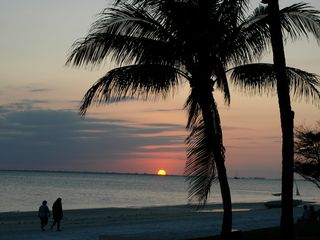 Fort Myers Beach condo photo - Beautiful sunset overlooking the gulf