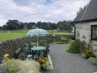 CLAYS VIEW, country holiday cottage in Alstonefield, Ref 1533