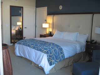 Beautiful Condo Located In The Hilton Homeaway Downtown