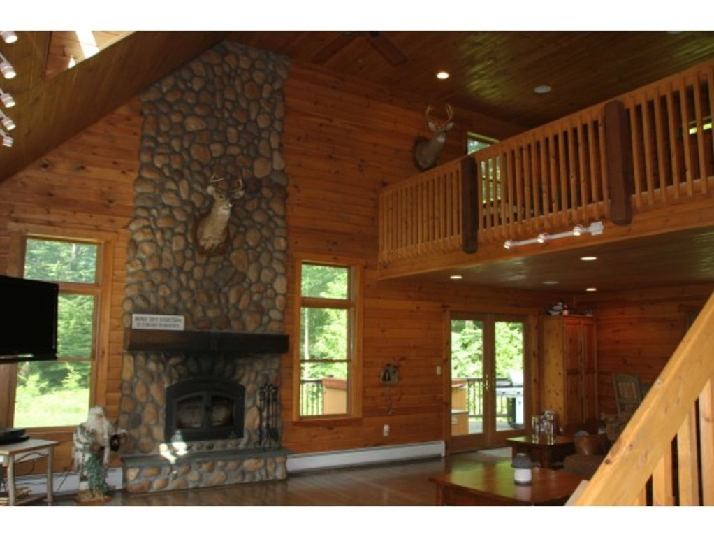 Classic Vermont Ski Lodge - less than 5 minutes drive from Stratton base lodge