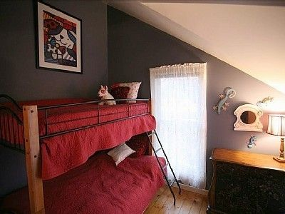 Guest Bedroom w/ Bunk Beds