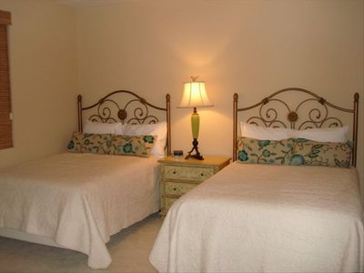 Fourth Bedroom with two Full Beds - Bright and Spacious
