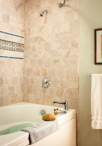 Santa Fe apartment rental - Jetted tub and shower