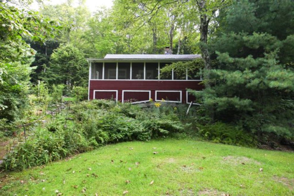 Quaint and quiet cottage with lake rights and vrbo for Lake cabins for rent in massachusetts