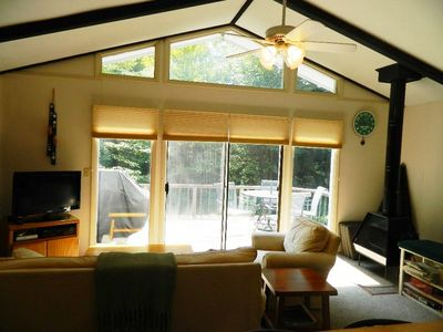 Stowe chalet rental - Living room with ceiling fan and TV and wireless internet