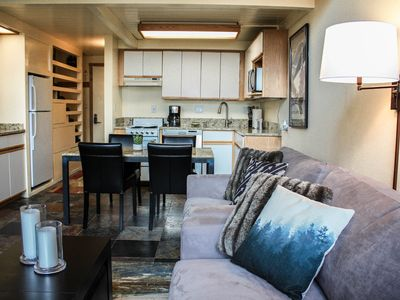 Sunny Modern Loft w/ Vail Mtn Views, Steps from the bus, easy access to skiing