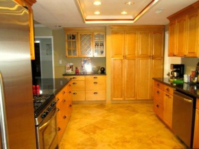 large kitchen equipped with everything that you need.