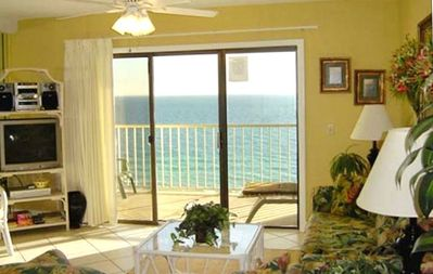 Spectacular view on the beach & all the comforts of home!