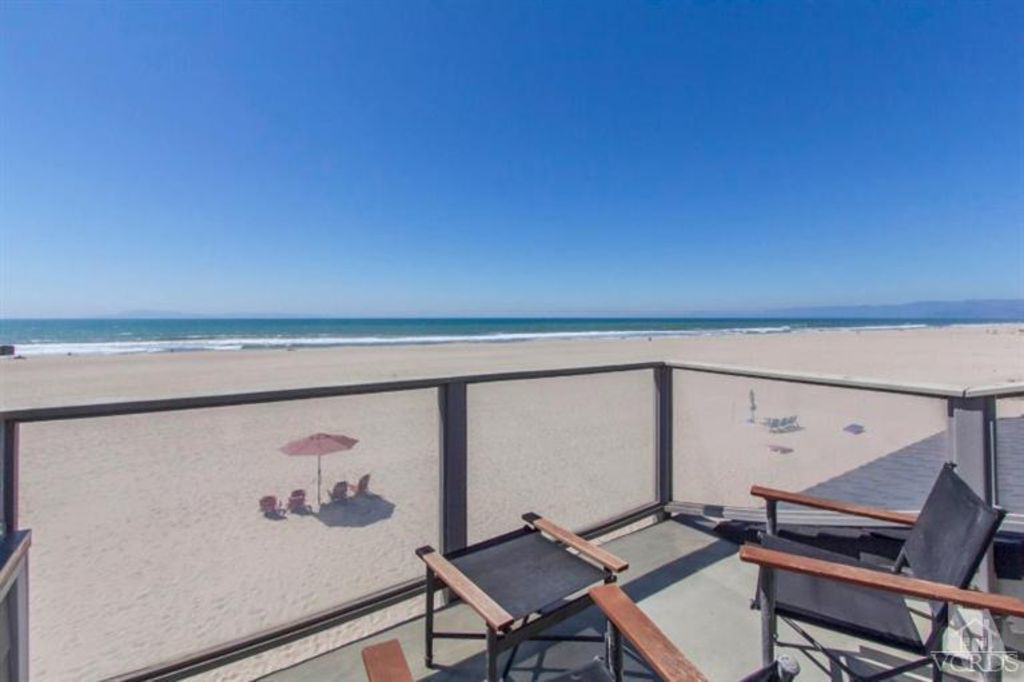 Big Comfortable Home on the Sand in Hollywood Beach!