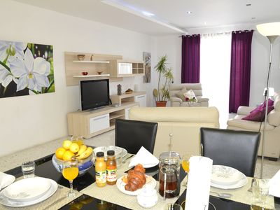 Spacious, bright, central apartment with aircondition,  just off the seafront