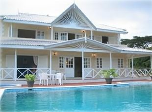 Front of villa showing pool and jacuzzi