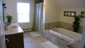 2nd Floor bath with 6' jacuzzi tub