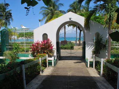 Ocho Rios condo rental - Back entrance leading to the beach