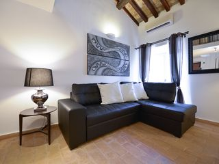 Centro Storico (Old Rome) apartment photo - Living (Sleeps 2)