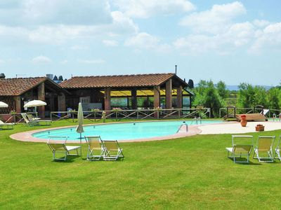 Charming cottage with swimming pool and wifi in Tuscan hills