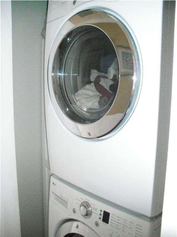 New Style - extra large Washer & Gas Dryer We supply he clothes soap for washe