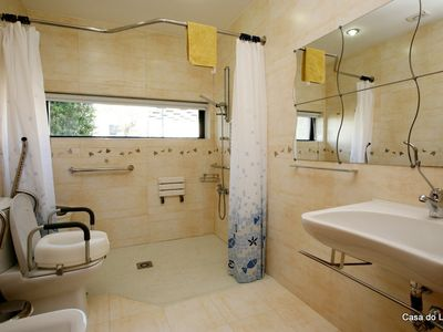 Foz Do Arelho villa rental - Acessible bathroom for wheelchair users