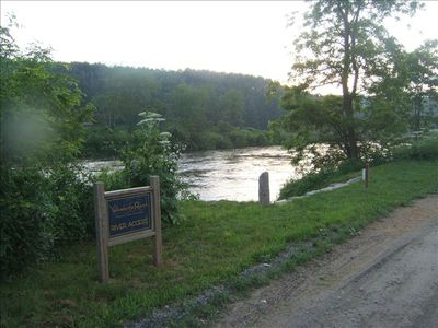 Yellow Knife Ranch common area; easy access to the river for kids of all ages.