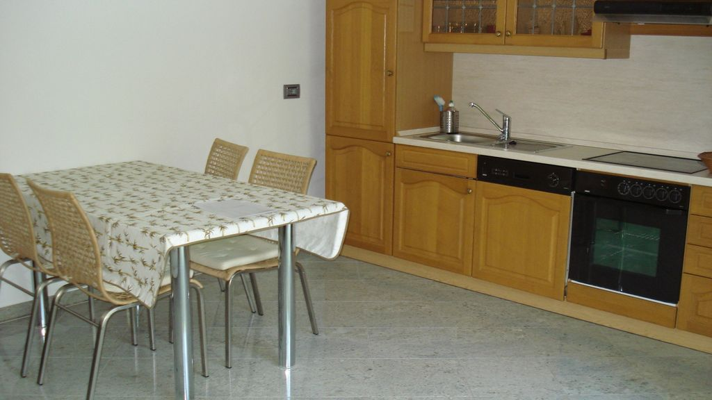 Peaceful apartment, with terrace , Maccagno