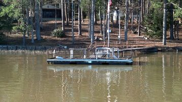 Lake Eufaula / Walter F. George cabin rental - Your own dock to fish or tie up your boat