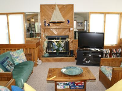 Duck house rental - Enjoy big screen HDTV, DVDs, video and board games