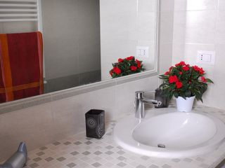 San Giovanni - Esquilino apartment photo - bathroom with a large mirror