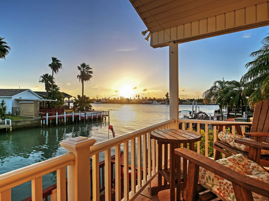 New 2br port isabel cottage w waterway views vrbo for Www vrbo com