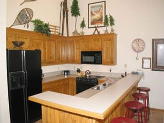 Breckenridge townhome photo - Fully Equipped Kitchen With Breakfast Bar.