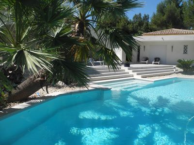 2P in contemporary villa within the grounds of a late IXX property. Luxury, calm