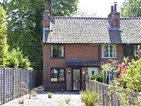 12A EAST ROW, pet friendly, with a garden in Holbrook, Ref 6140