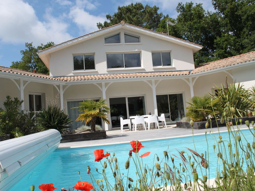 Accommodation Near The Beach, 220 Square Meters,