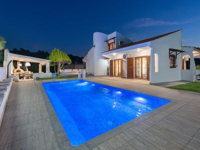 Una Villa - Sleeps up to 8 with private pool