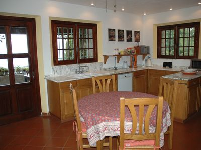 St-Paul-de-Vence villa rental - spacious provincial kitchen. Terrace with beautiful sea view