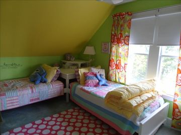 Girls Room 2 Twin beds