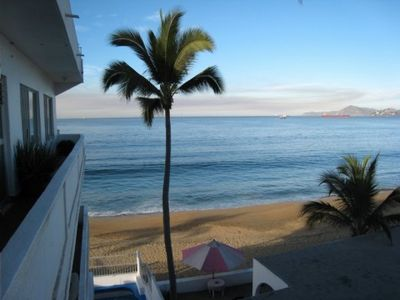 Manzanillo condo rental - Looking at the ocean from our patio.....