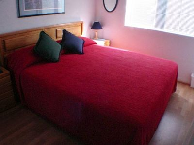 Upstairs Master Bedroom / King Size Bed