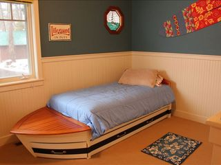 Somers house photo - Kids love this room with their own boat bed that has a lower single pull out.