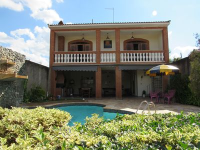 Charming home with pool and BBQ, close to Brotas Center.