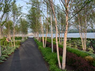 Navy Yard Park,a delightful river view nearby