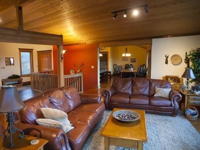 Large family greatroom with leather sofas, vaulted ceilings and a fantastic view