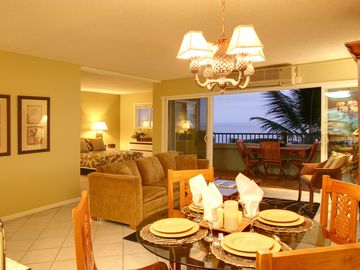 Kailua Kona condo rental - Refreshing Ocean Breeze into Inviting Dining/Living Room - Newly Redecorated